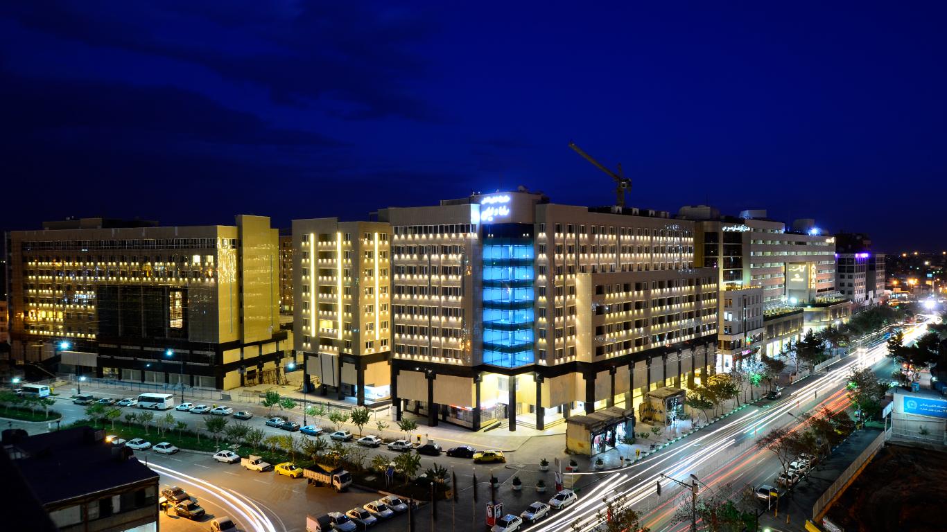 هتل آپارتمان حیات شرق که در سال 1394 در خیابان نواب صفوی افتتاح شده است، یکی از بزرگترین و مدرنترین هتل آپارتمانهای مشهد می باشد.